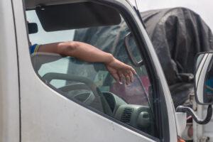 運転中のタバコ